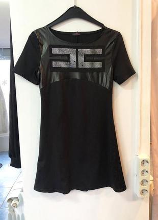 Черное трикотажное платье мини