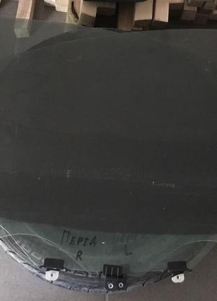 Стекло двери переднее правое Nissan Leaf 13-17