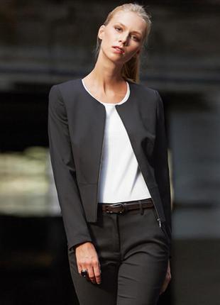 Укороченный серый пиджак на молнии