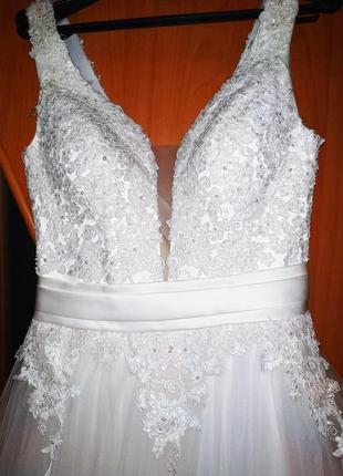 Свадебное платье срочно продам 46 размер