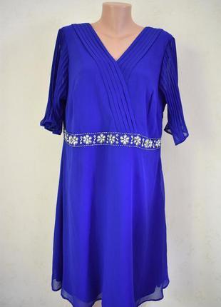 Красивое платье с украшением monsoon