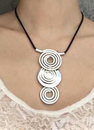 Красивое ожерелье/ колье , бижутерия подвеска