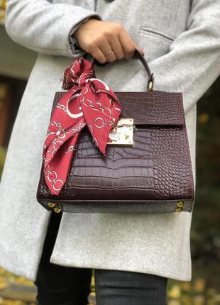 Итальянская кожаная сумка с платочком бордовая