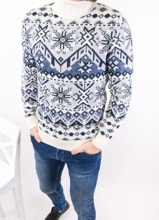 Зимний мужской свитер с узорами снежинками