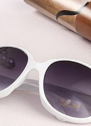 Женские солнцезащитные очки Grand в белой опреве