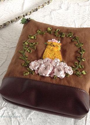Косметичка с вышивкой нитками и лентами