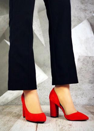Замшевые туфли лодочки с острым носком на широком каблуке