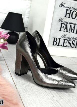 Кожаные туфли лодочки с острым носком на широком каблуке