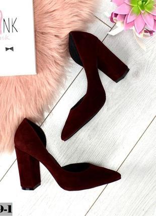 Замшевые туфли на высоком каблуке с острым носком