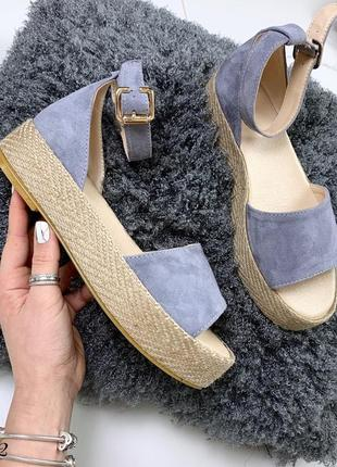 Замшевые босоножки на плетеной подошве