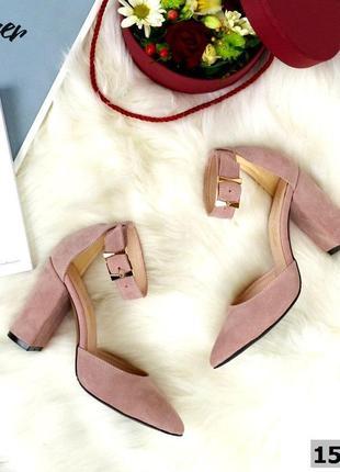 Замшевые туфли лодочки с чокером с ремешком с острым носком.