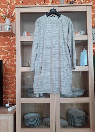 Очень стильное натуральное с карманами платье большого размера