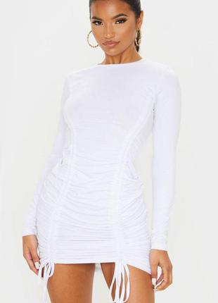 Белое хлопковое платье с длинными рукавами