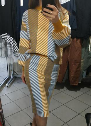 Вязаный костюм с юбкой