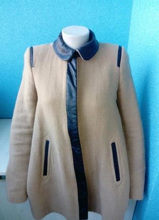 Стильное фирменное пальто
