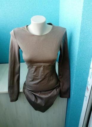 Стильное женское платье со вставками под кожу