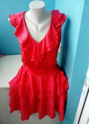 Стильное фирменное женское платье волан