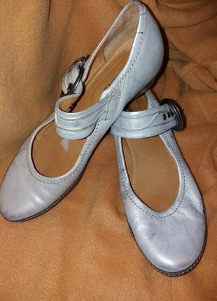 Комфортные серебристые кожаные туфли,41-40,5разм.