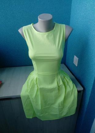 Яркое неоновое женское платье