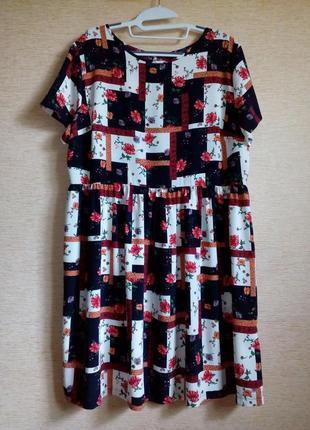 Яркое летнее платье в цветочный принт, 16 размер