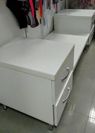 Тумба-накопитель с полкой для выкладки товара (2 шт).