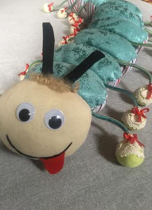 мягкая детская гусеница