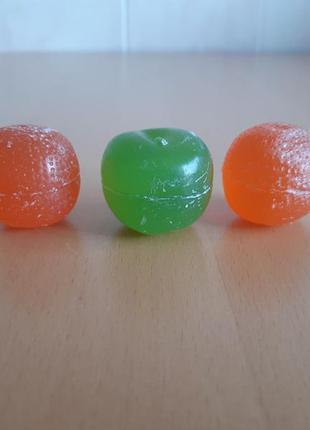 Три декоративные свечи в форме фруктов