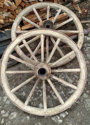 Колеса від старого воза