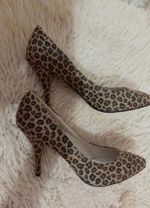 Туфли лодочки. стильные туфли -кожа