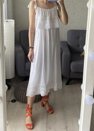Натуральное миди платье с плотным кружевом zara
