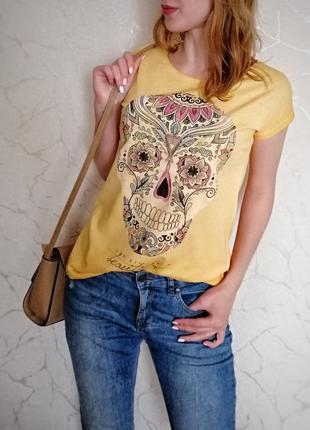 Классная летняя футболка с черепом