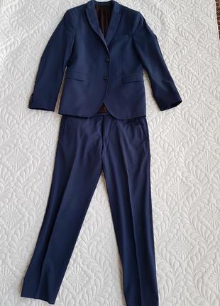 Стильный нарядный костюм на мальчика подростка