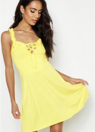 Новое с биркой трикотажное желтое платье boohoo