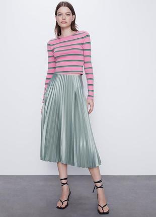 Водянисто зеленая атласная юбка плиссе миди от zara
