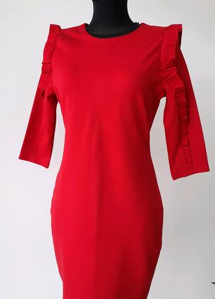 Платье-футляр красное новое