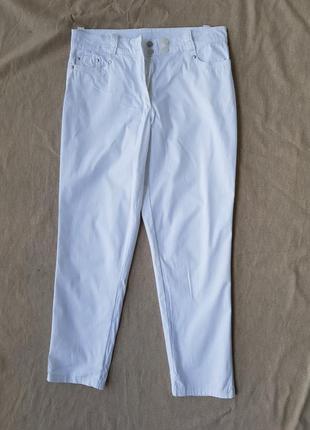 Брюки,джинсы белого цвета