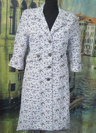 Летнее женское пальто.