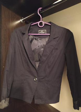 Черный классический пиджак офисный для учебы clockhouse