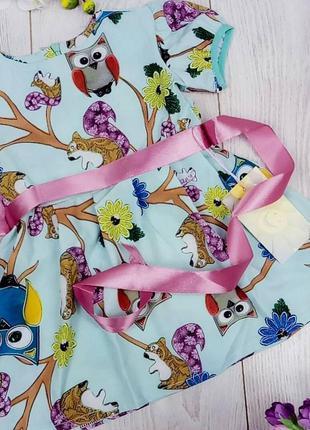 Стильное платье малышке с брендовым принтом