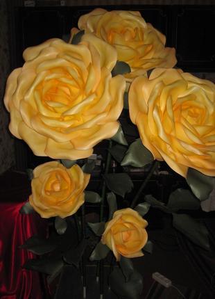 Букет роз из изолона.
