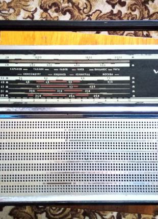 Легендарный радиоприемник СССР VEF 202 в супер отличном состоянии
