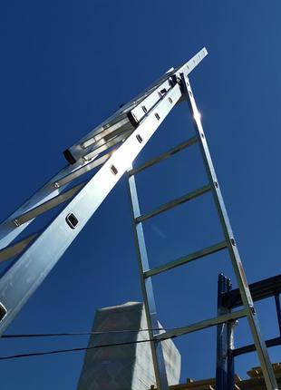 Трехсекционная универсальная лестница 3 х 6 ступеней алюминиевая