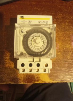 Таймер ТЭМ181 аналоговый 16А 230В на DIN-рейку IEK