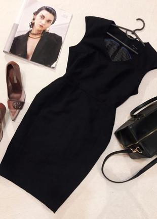 Трендовое платье с v-образным вырезом