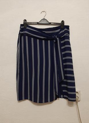 Стильная модная юбка в полоску с имитацией на запах большого р...