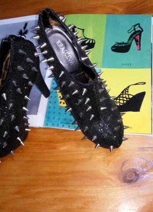 Эффектные ботинки ботильоны на высоком каблуке и скрытой платф...