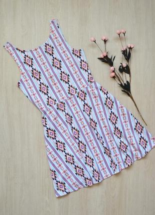 Красивое короткое платье в принт новое