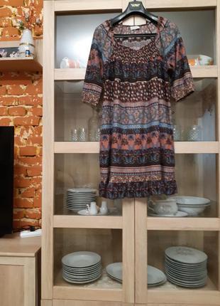 Классное натуральное с воланом платье большого размера