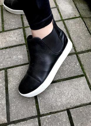 Чёрные,высокие,кожаные кеды с белой подошвой,ботинки,37размер/...