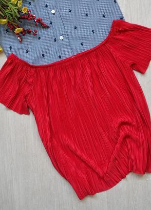 Невесомая плиссированная блузка с открытыми плечами